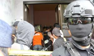 Tim Densus 88 (Antiteror) dan Polres Karanganyar menggeledah rumah T, warga Dukuh Watusambang, RT 002/RW 006, Desa Plumbon, Tawangmangu, pada Senin (29/5/2017). (Sri Sumi Handayani/JIBI/Solopos)