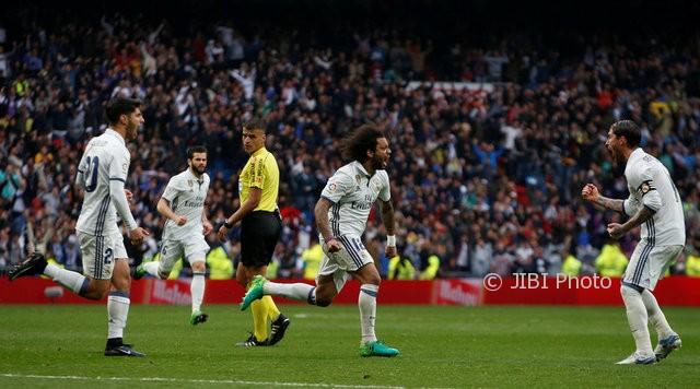Pemain Real Madrid merayakan gol ke gawang Valencia, Sabtu (29/4/2017). (JIBI/Reuters/Susana Vera)