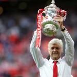 Bertahan di Arsenal, Wenger Wajib Persembahkan Trofi Liga Inggris