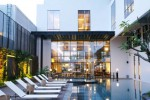 HOTEL DI JOGJA : Sunset Spree Poolside di GAIA Cosmo