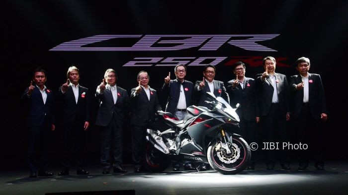 Honda CBR250RR diperkenalkan oleh petingga PT Astra Honda Motor 26-7-2016 (astra-honda.com)