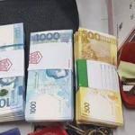 Uang senilai Rp134 jutaan di dalam tas yang ditemukan Ronald. (Istimewa/Facebook/Community Newswatch PH)