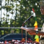 Gubernur Jateng Ganjar Pranowo memimpin upacara dalam memperingati Hari Pendidikan Nasional di Lapangan Desa Mlowokarangtalun, Pulokulon, Grobogan, Jateng. (Instagram-@ganjar_pranowo)