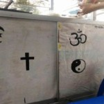 Gerobak pedagang ketan susu di Kota Salatiga, Jateng, memiliki simbol dari beberapa agama. (Facebook.com-Aisah Septio W)