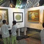 FOTO PAMERAN KUDUS : Kaligrafi Dipamerkan di Masjid Agung