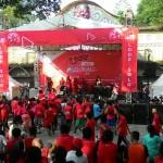 Keramaian di panggung lomba lari Loop Fun Run 5K yang diadakan Telkomsel di Plaza Sriwedari, Solo Minggu (7/5/2017) pagi. (Irawan Sapto A/JIBI/Solopos)