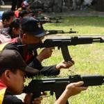 FOTO AKSI POLISI : Anggota Polres Kudus Uji Tembakan