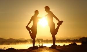 Ilustrasi: Olahraga bersama pasangan memiliki banyak manfaat. (astralife.co.id)