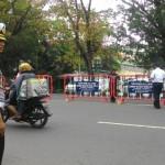 LALU LINTAS SOLO : Antisipasi Macet di Jl. Pakel, Dishub Pasang Barikade di Jl. Adisucipto