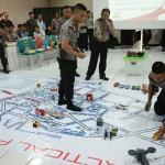Anggota Polresta Solo memetakan kawasan rawan kriminalitas dalam simulasi pengamanan Lebaran di Aula Mapolresta Solo, Rabu (14/6/2017). (Muhammad Ismail/JIBI/Solopos)