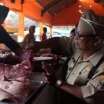 RAMADAN 2017 : Sidak di Pasar Bunder, Tim Disnakan Sragen Temukan Hati Sapi Bercacing