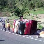 KECELAKAAN KARANGANYAR : Truk Terguling di Jalan Tembus Karanganyar-Magetan