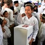 RAMADAN 2017 : Semen Indonesia Bagikan 3.000 Paket Bahan Pokok ke Warga Ungaran