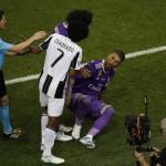 LIGA CHAMPIONS : Akting Ramos Kembali Makan Korban