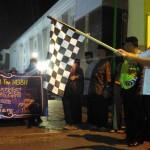 Bupati Kulonprogo, Hasto Wardoyo (memegang bendera), sedang melepas para peserta lomba takbir keliling, Sabtu (24/6/2017) malam. (JIBI/Harian Jogja/Uli Febriarni)