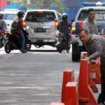 Ilustrasi polisi mengatur pembatas jalan. (Desi Suryanto/JIBI/Harian Jogja)