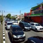 LEBARAN 2017 : Volume Kendaraan Naik, Jl. Jogja-Solo Depan Kopasus Macet