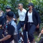 Mantan Presiden Amerika Serikat, Barack Obama (ketiga kanan) berkunjung ke Pura Tirta Empul Gianyar, Bali, Selasa (27/6/2017). (JIBI/Solopos/Antara/Wira Suryantala)