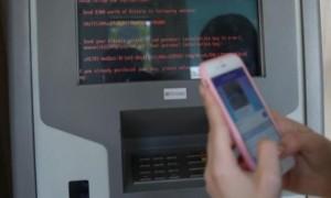 Pesan meminta tebusan yang muncul di mesin ATM Bank Oschadbank di Ukraina karena efek ransomware Petya, Selasa (27/6/2017) (JIBI/Solopos/Reuters/Valentyn Ogirenko)