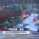 Seorang pria terekam menyusup ke taman safari (Shanghaiist)