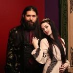 Tim dan Lea pasangan kekasih yang hidup layaknya Vampir. (Istimewa/Barcroft Media)