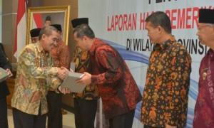 Bupati Wonogiri, Joko Sutopo (tiga dari kanan), menerima LHP BPK dengan opini wajar tanpa pengecualian (WTP) di Kantor BPK Perwakilan Jateng di Semarang, Rabu (7/6/2017). (Istimewa)