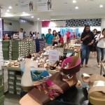 Pengunjung memilih pakaian/sepatu di lantai I Centro Department Store Sopar Mall, Sabtu (17/6/2017) malam. (Asiska Riviyastuti/JIBI/Solopos)