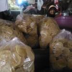 LEBARAN 2017 : Harga Emping dan Kacang Mede Naik