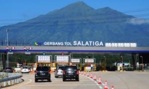 Sejumlah mobil mengantre di gerbang jalan tol Salatiga, Tingkir, Kota Salatiga Jateng, Minggu (18/6/2017). (JIBI/Solopos/Antara/Aloysius Jarot Nugroho)