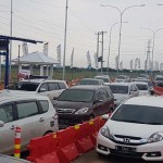 LEBARAN 2017 : Antrean Kendaraan Capai 8 Km, Tol Gringsing Ditutup