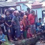 Warga memadati lokasi penemuan bungkusan kain yang sempat dikira berisi jasad manusia di kawasan Peterongan, Kecamatan Semarang Selatan, Kota Semarang, Jateng, Rabu (21/6/2017). (Facebook.com-Rinaldhi Setiawan)