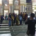 LEBARAN 2017 : Takbiran, Warga Asyik Selfie di Teras Masjid Al Aqsha