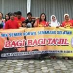 RAMADAN 2017 : Komunitas Facebook di Semarang Bagi-Bagi Takjil