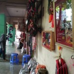 WISATA PONOROGO : Aneka Suvenir dan Aksesori Reog Tersedia di Pasar Legi Selatan