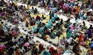 Anak-anak yatim piatu mengikuti buka puasa bersama saat pemberian santunan di Kudus, Jateng, Jumat (16/6/2017). (JIBI/Solopos/Antara/Yusuf Nugroho)