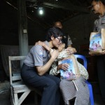 RAMADAN 2017 : Polisi Bagikan 1.000 Takjil untuk Warga Miskin Karanganyar