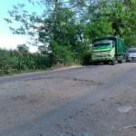 INFRASTRUKTUR KLATEN : Gara-Gara Dilintasi Truk Galian C, Jalan Mundu-Sorogaten Tulung Kerap Rusak