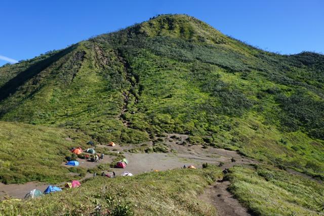 Tenda didirikan di Pos III Pendakian Gunung Merbabu. (Mariyana Ricky P.D./JIBI/SOLOPOS)