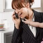 TIPS PARENTING : Pilih Berhenti Bekerja atau Mempekerjakan Pengasuh Anak?