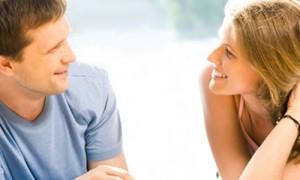 Foto ilustrasi: Agar pernikahan harmonis, bangunlah komunikasi sehat dengan pasangan. (confusedsandals.com)