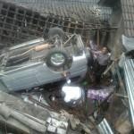 KECELAKAAN KARANGANYAR : Sopir Melamun, Mobil Terbalik Timpa Rumah Warga Ngargoyoso