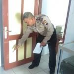 Brakkk! Marah, Pejabat Pemkab Sukoharjo Tendang Pintu Kantor Kelurahan Mandan