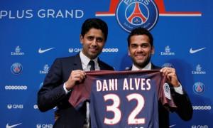Dani Alves bergabung dengan Paris St Germain. (JIBI/REUTERS/Gonzalo Fuentes)
