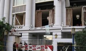Hotel Ritz-Carlton di Jakarta, Indonesia setelah menerima serangan bom. (Wikimedia.org)