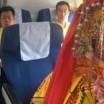 Patung Dewi Mazu dibelikan tiket dan dibuatkan paspor (BBC)