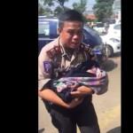 Capture video polisi membantu ibu melahirkan di tol Cipali. (Facebook)