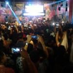 KONSER MUSIK : Gratis! Berbaju Batik, Ribuan Penonton Sambut Sheila On 7 di Manahan Solo