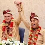 Sean Rogan (kiri) dan Jahed Choudhury(kanan) setelah menikah (Dailymail.co.uk)