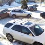 Rekaman mobil keluar dari tempat parkir yang bikin jengkel. (Istimewa/Facebook)