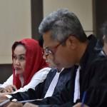 BUPATI KLATEN DITANGKAP KPK : Kuasa Hukum Sri Hartini Kesulitan Hadirkan Saksi PNS